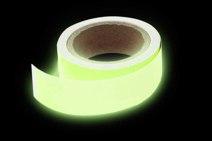 leuchtendes klebeband phosphorband fluoreszierendes. Black Bedroom Furniture Sets. Home Design Ideas