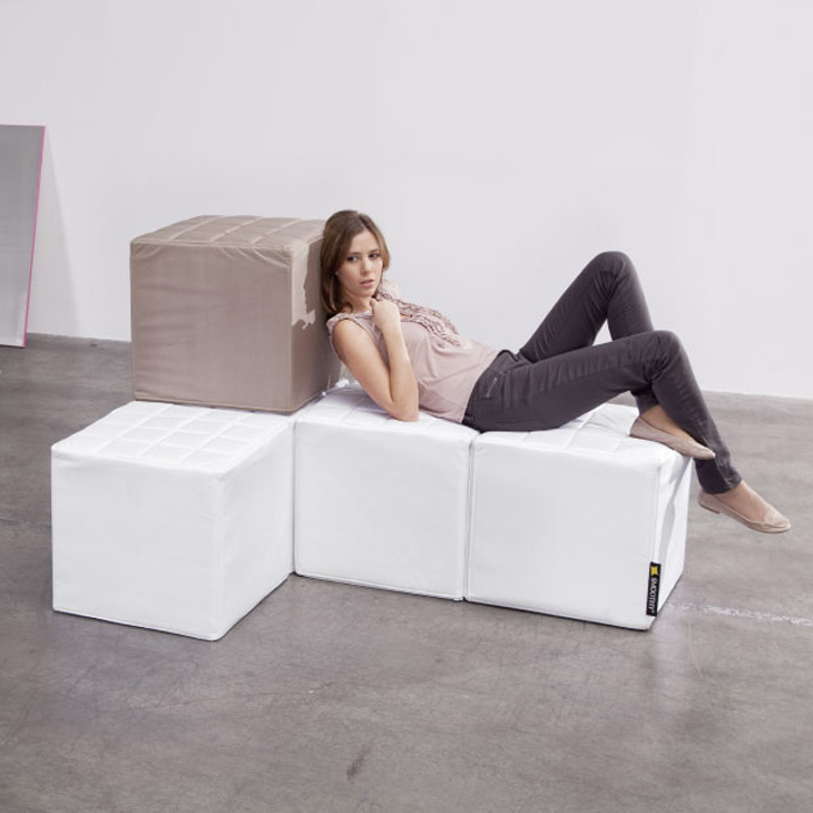 smoothy cube sitzw rfel hocker sitzhocker in rot schwarz. Black Bedroom Furniture Sets. Home Design Ideas