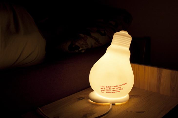 design gl hbirnen lampe tischlampe nachttischlampe aus keramik gl hbirne. Black Bedroom Furniture Sets. Home Design Ideas