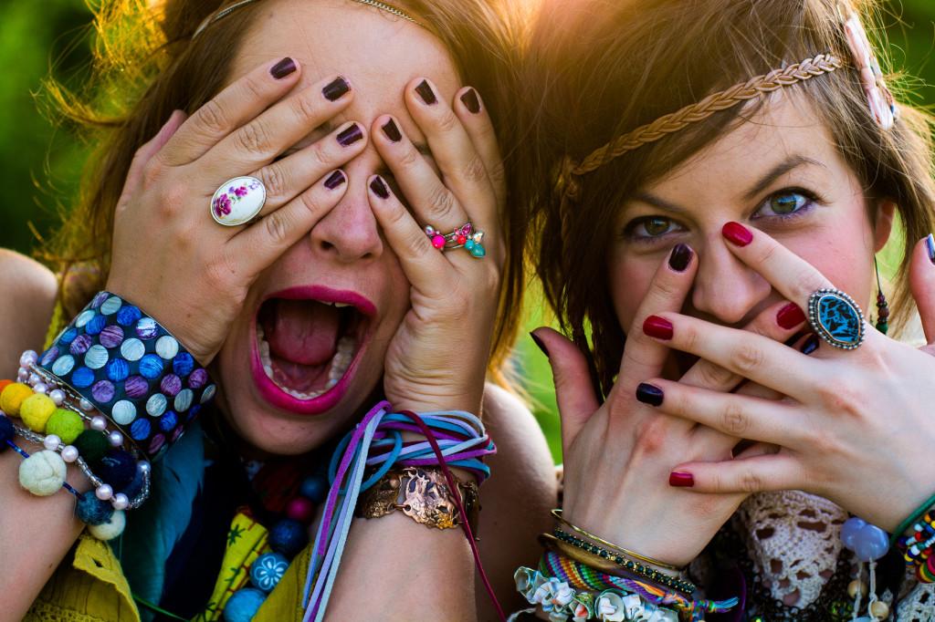 Freundinnen auf dem Festival