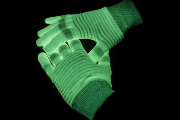 Leuchtende Handschuhe für den ultimativen Disco Auftritt