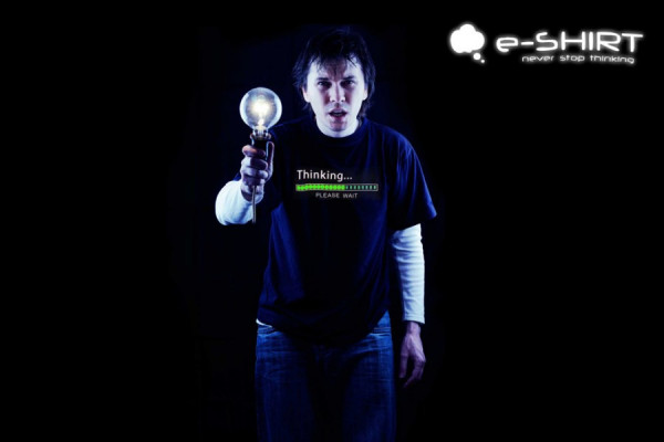 LED T-Shirt - Animiertes Thinking Shirt - Geheimshop.de