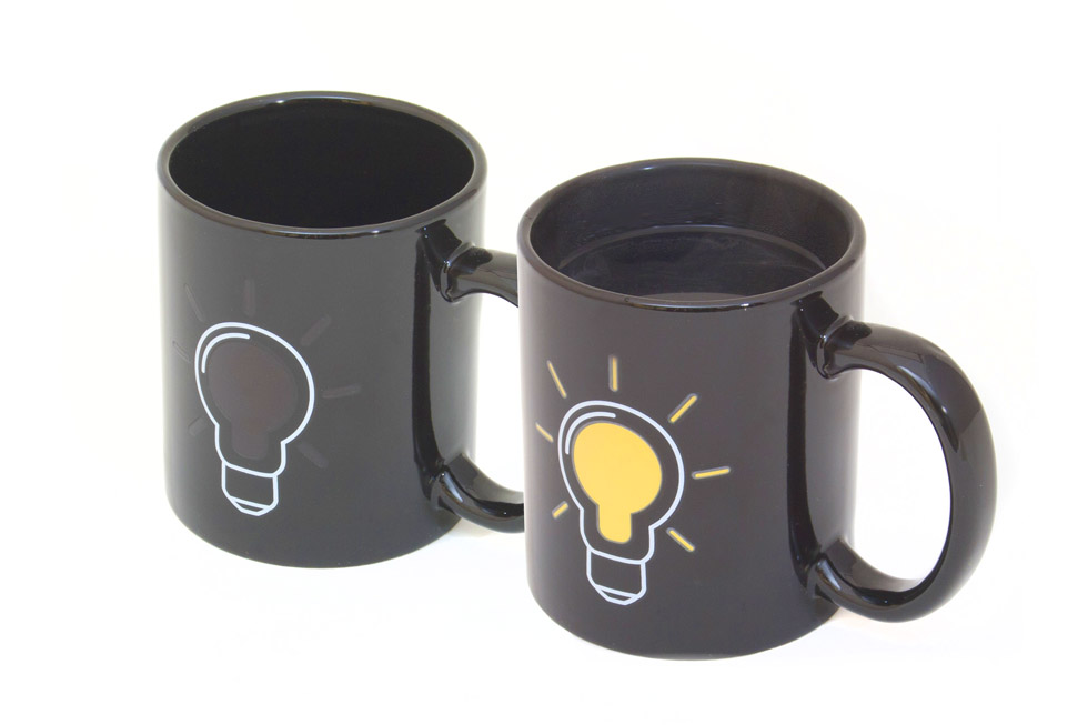 becher mit w rmeeffekt gl hbirnen kaffeetasse. Black Bedroom Furniture Sets. Home Design Ideas