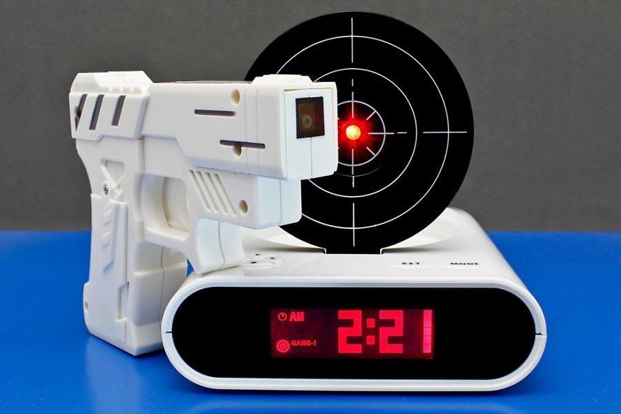 Gadget Wecker mit Infrarot Laser Pistole » günstig kaufen!