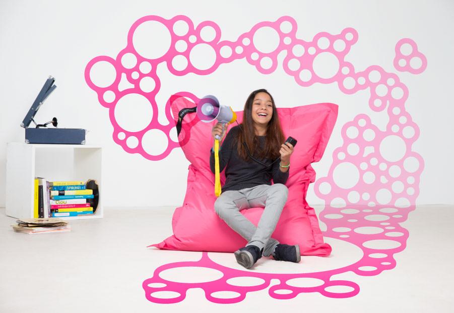 kinder sitzsack poppiges neon pink rosa outdoor wasserfest. Black Bedroom Furniture Sets. Home Design Ideas