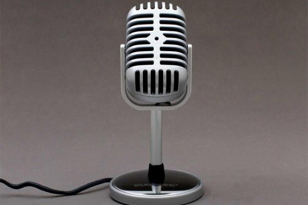 Retro Mikrofon Nostalgie mit Aufnahme