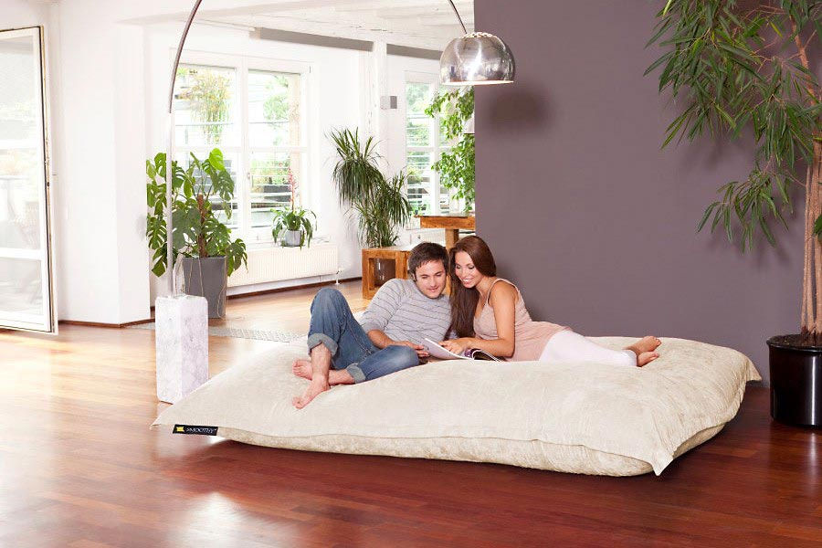 smoothy xxxxl der gr te sitzsack der welt in wei. Black Bedroom Furniture Sets. Home Design Ideas